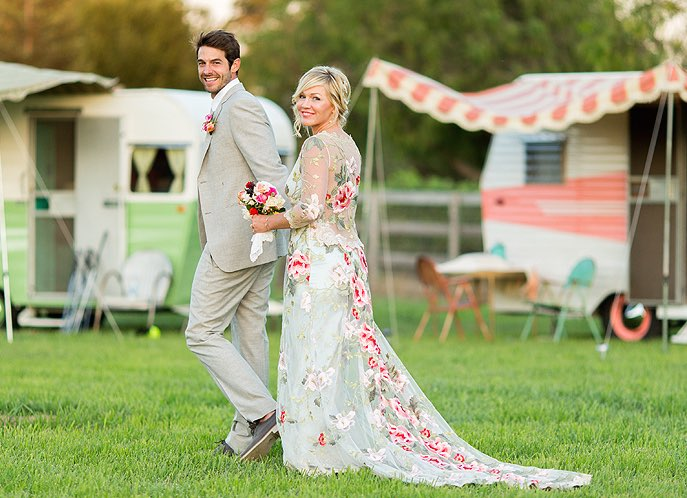 Jennie Garth Wedding Dress: See Gorgeous Gown & Romantic