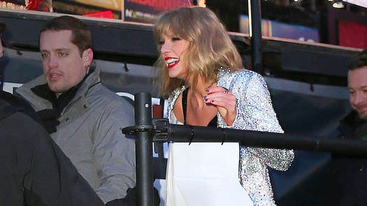 Taylor Swift Fall – Video: Singer Fall down stairs at NYE show & One Direction shine!