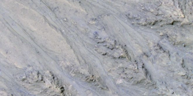 New Study: Streaks on Mars Might Be Sand, Not Water